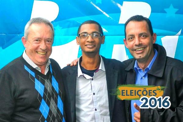 Do lado direito, o candidato a prefeito, Dinamerico e do lado esquerdo, o republicano Sinval Oliveira, candidato a vice.