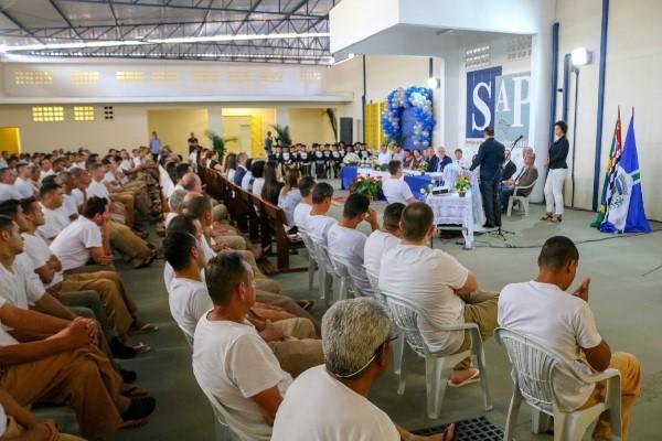 Milton Vieira prestigia formatura de reeducandos em Limeira (SP)
