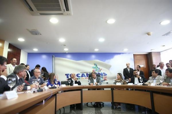 Ministro George Hilton discute passagem da Tocha Olímpica no Tocantins e no Amapá