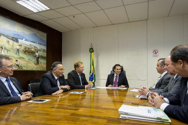 Ministro Marcos Pereira se reúne com Frente Parlamentar em Defesa do Comércio