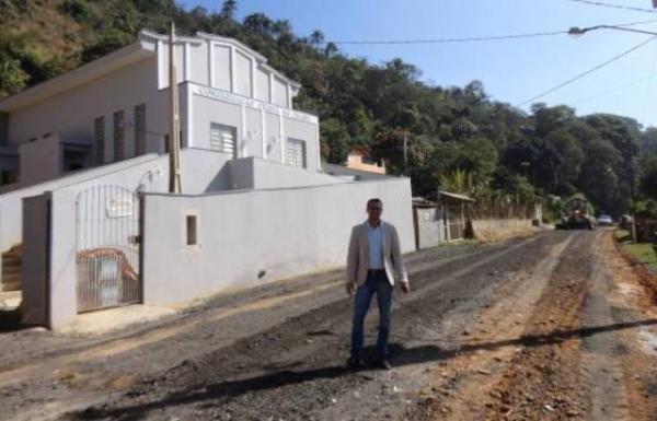 A pedido de Moacyr Godoy, estrada de Araçariguama será asfaltada