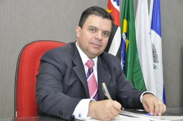 Nilton Santos quer assegurar o uso de eliminadores de ar em hidrômetros