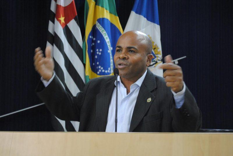 Nunes Coelho cobra contratação urgente de reumatologista para atendimento em Taubaté