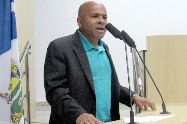 Nunes Coelho aponta necessidade de vistoria nas passarelas e viadutos de Taubaté