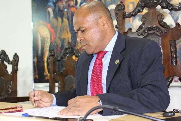 Nunes Coelho propõe ampliação do comércio ambulante de alimentos em Taubaté (SP)