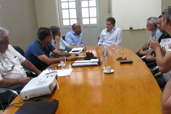 Nunes Coelho se reúne com prefeito para tratar de passagem subterrânea em Taubaté