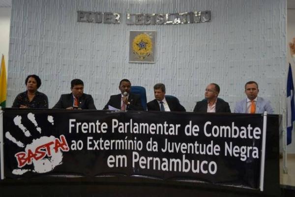 ossesio-silva-prb-debate-violencia-contra-juventude-negra-na-regiao-de-cabo-foto-ascom-28-09-15-01