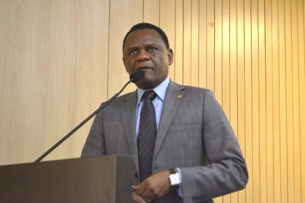 Ossesio Silva discute política estadual para cuidador com laços afetivos em PE