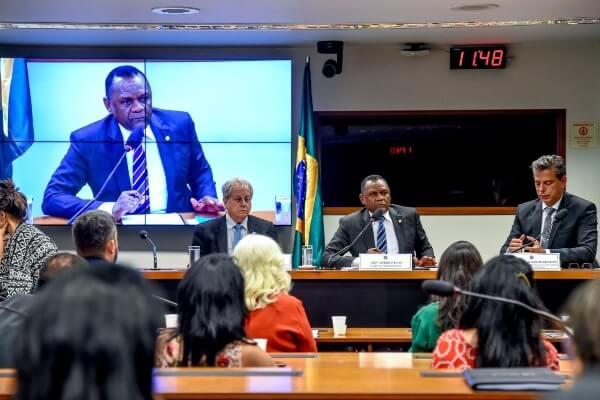 Ossesio Silva debate adoção de idosos na Câmara