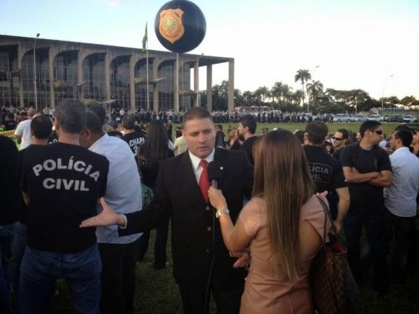 Otoniel Lima participa de marcha pela Segurança Pública