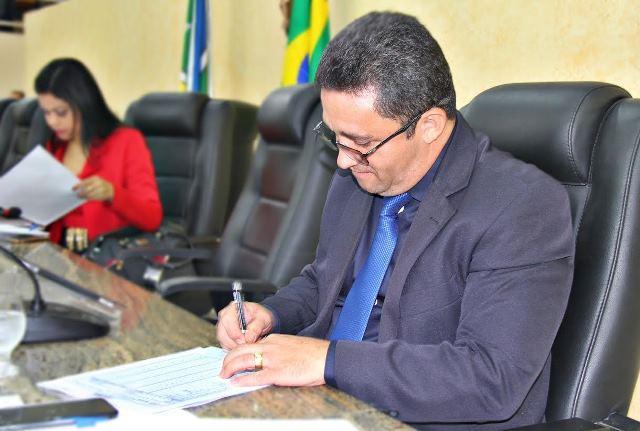 Pastor Oliveira defende inclusão da Lei Maria da Penha no currículo das escolas do AP