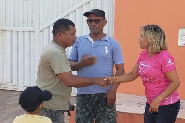 Patriciana visita moradores do Novo Horizonte para ouvir demandas
