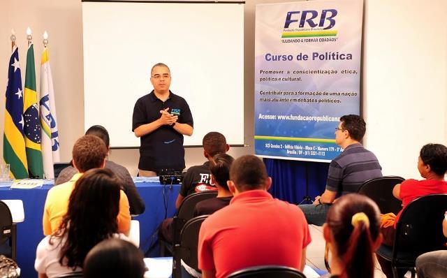 paulo-cesar-oliveira-prb-curso-politica-planaltina-de-goias-frb-foto-divulgacao-01-07-15-02