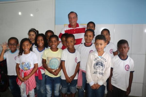 Prefeito Paulo Falcão reinaugura escola Fernando do Prado no Bângala