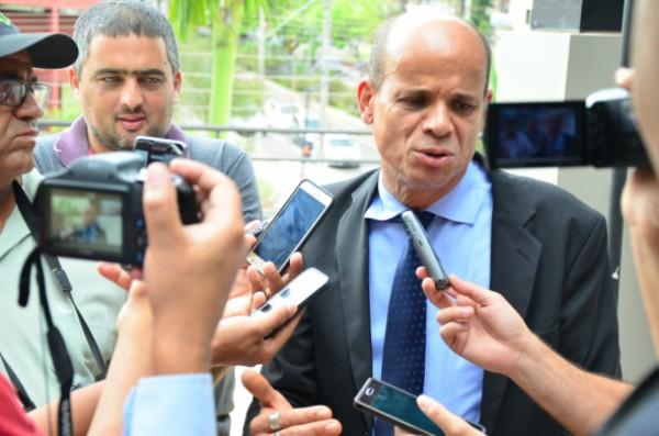 Paulo Soares anuncia R$ 350 mil para construção de consultório oftalmológico no HCC