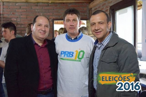 Na foto, o deputado estadual Sérgio Peres, o novo presidente do PRB Estrela, sanches e o deputado federal e presidente estadual Carlos Gomes.