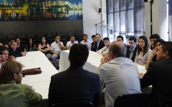 prefeiro-recebe-lideres-do-prb-jovem-goias-29-05-2012