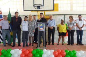 Prefeita Ana Karin inaugura ginásio poliesportivo em Cruzeiro