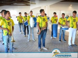 prefeita-belezinha-prb-ma-banda-marcial-carteiras-escolar-foto2-ascom-prefeitura-de-chapadinha-19-08-14