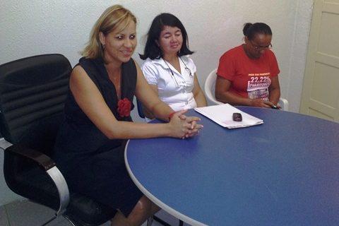 prefeita-do-prb-sarina-faro-recebe-lideres-do-sindicato-dos-professores-e-confirma-o-pagamento-do-novo-piso-salarial-07-05-2012-01