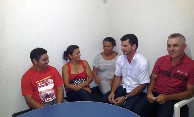 prefeita-do-prb-sarina-faro-recebe-lideres-do-sindicato-dos-professores-e-confirma-o-pagamento-do-novo-piso-salarial-07-05-2012-02