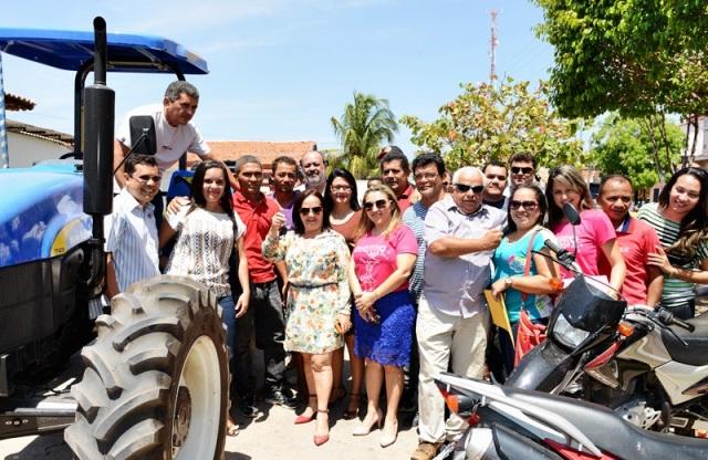 Prefeitura de Chapadinha entrega mais uma máquina agrícola