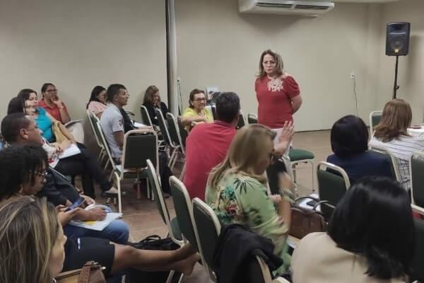 Educação: ProfessoraAnaLúciaparticipa de encontro dos conselhos municipais