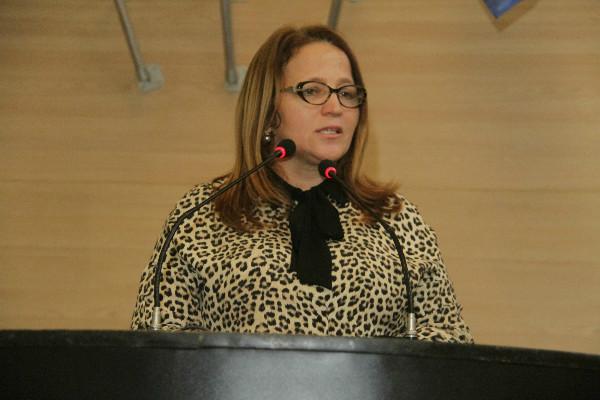 Professora Ana Lúcia homenageia Balé Popular em Recife
