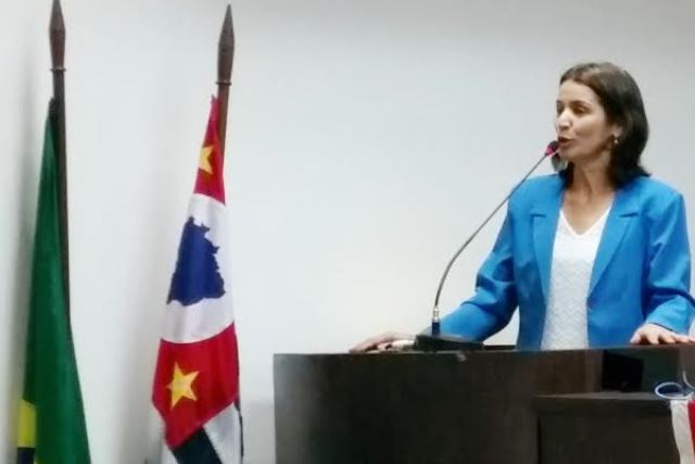 Professora Sônia critica funcionamento de escolas no Instituto Casa da Gente