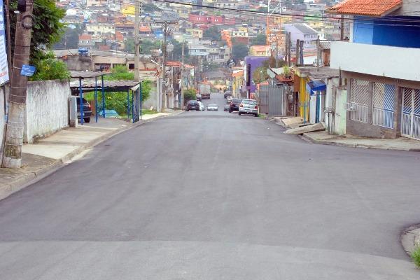 Renata Sene recupera 44 km de asfalto nas ruas de Francisco Morato (SP)