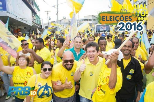 Renatinho Vianna arrasta multidão em caminhada que lotou Arraial do Cabo