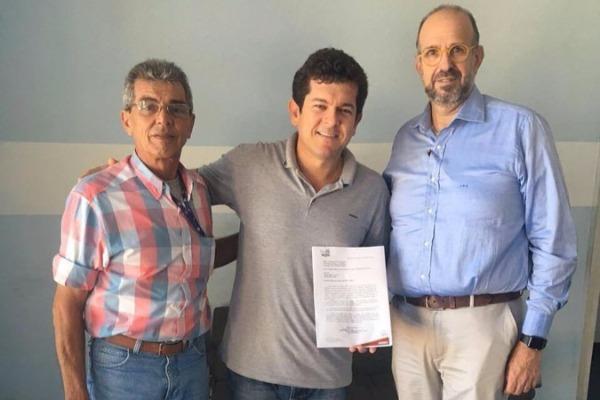 Renatinho Vianna recebe comissão da Prolagos para projeto da regularização do esgoto