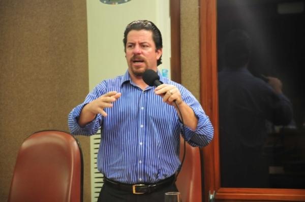 Renato Nunes critica fechamento de restaurante comunitário