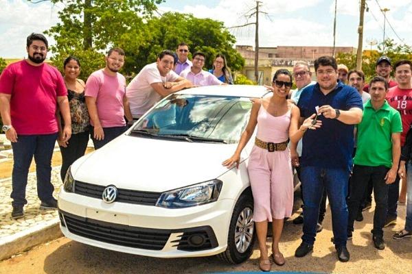 Reno Marinho entrega veículo para Secretaria de Assistência Social