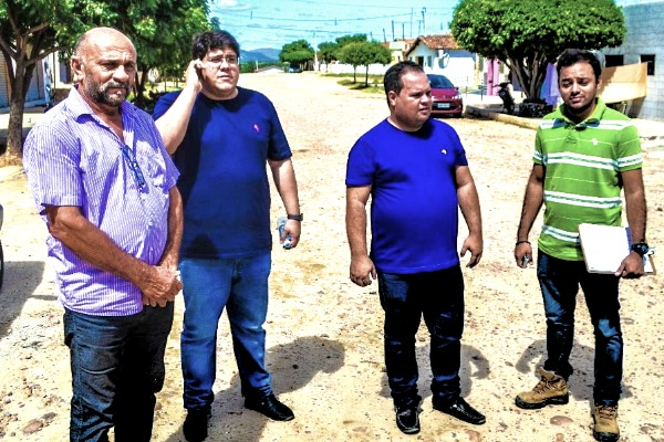 Prefeito Reno Marinho anuncia pavimentação no Bairro Soledade II