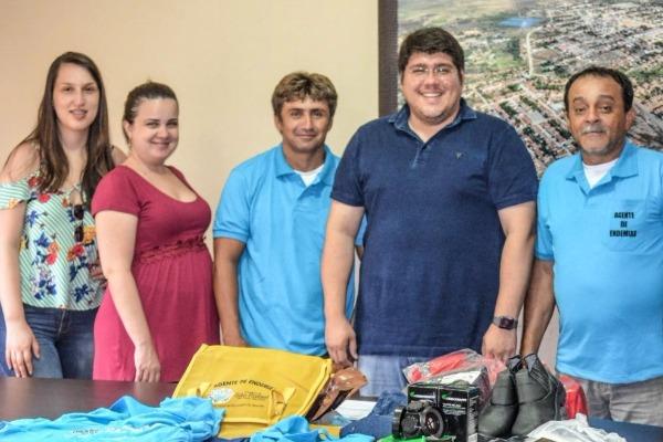 Reno Marinho entrega fardamento e material de trabalho aos agentes de endemias