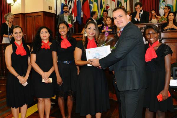 Ricardo Evangelista homenageia mulheres em sessão na Câmara de Niterói (RJ)