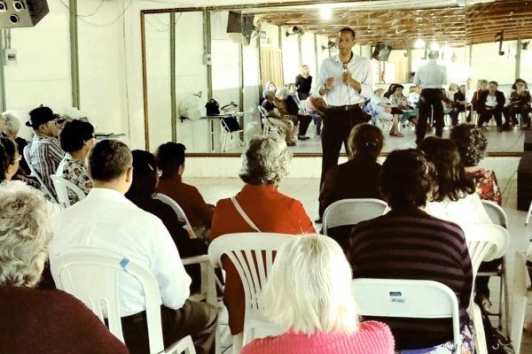 Ricardo Quirino promove palestra para idosos e estudantes em Goiás