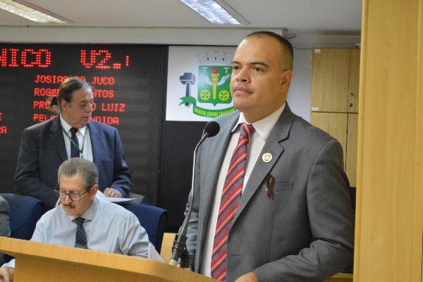 Ricardo Silva pede colocação de placas alertando sobre proibição de lixo e entulho