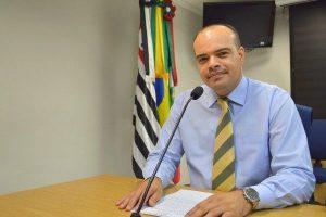 Ricardo Silva solicita reforma de escadão e instalação de corrimão em Osasco