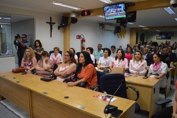 Ricardo Silva promove palestra sobre a campanha Outubro Rosa