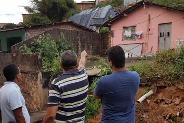 Rinaldo Júnior alerta sobre deslizamento de terra em Recife