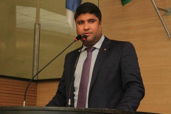 Rinaldo Junior propõe passe livre para desempregados no Recife