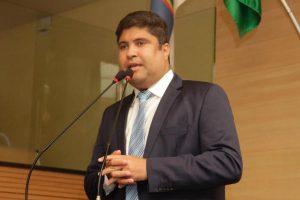 Rinaldo Junior denuncia posto de saúde que funciona em contêiner no Recife (PE)