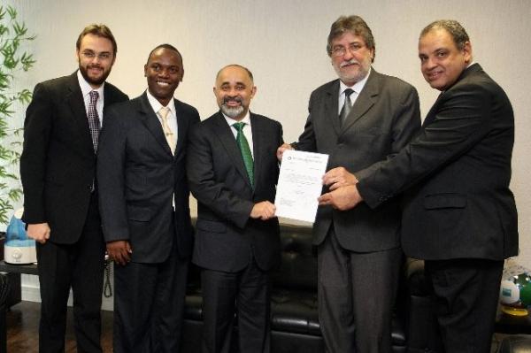 Roberto Alves busca recursos para Itapira no Ministério do Esporte