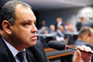 Em carta aberta, Roberto Alves se solidariza com a jovem vítima do estupro coletivo no RJ