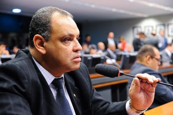 Roberto Alves defende gratuidade de consultas veterinárias em consultórios particulares