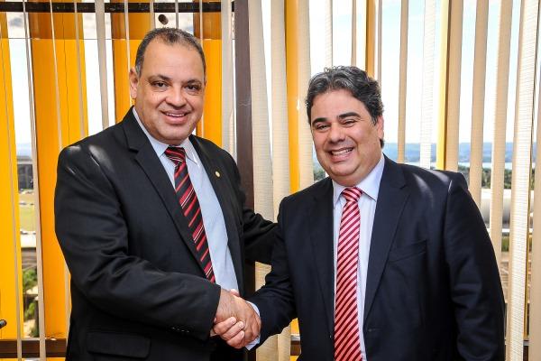 Roberto Alves protocola pedido para instalação da TV Legislativa de Paulínea (SP)