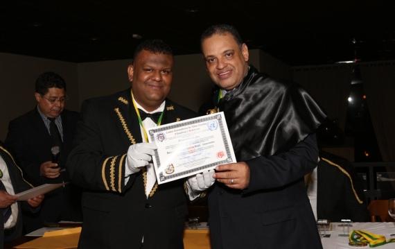 roberto-alves-recebe-medalha-de-missionario-da-paz-pela-onu-foto-cedida-06-01-15