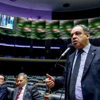 Auxílio de R$ 600: população precisa ser bem informada, alerta Roberto Alves